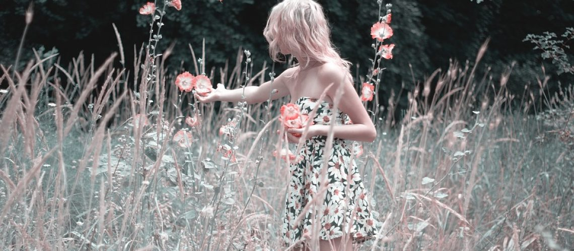 girl-collects-flowers-1725176_960_720